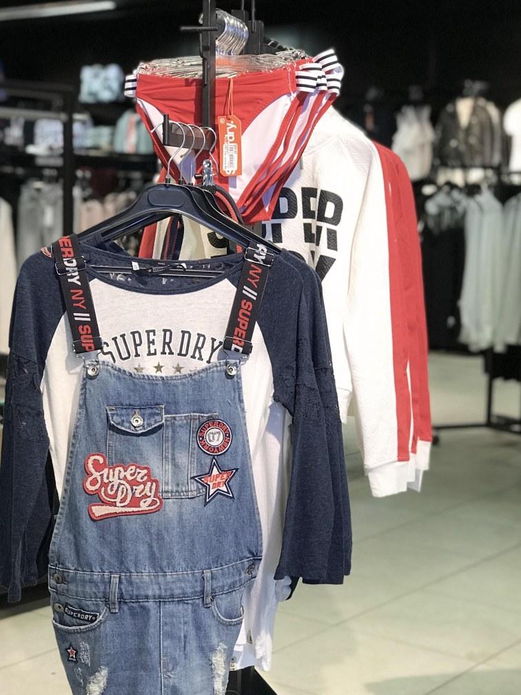 visual-merchandising-corner-mode-femme-sport-concept-voligne-4
